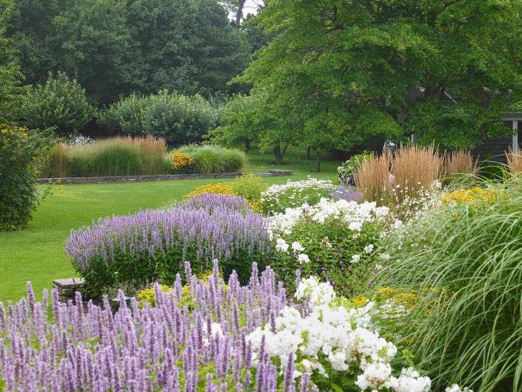 159-Gardens_Borders-The-Good-Garden-Hollander-Gardenistajpg