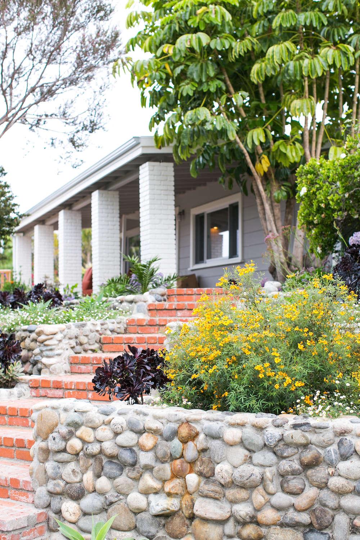 3-malibu-garden-matthew-brown-entry-brick-gardenista