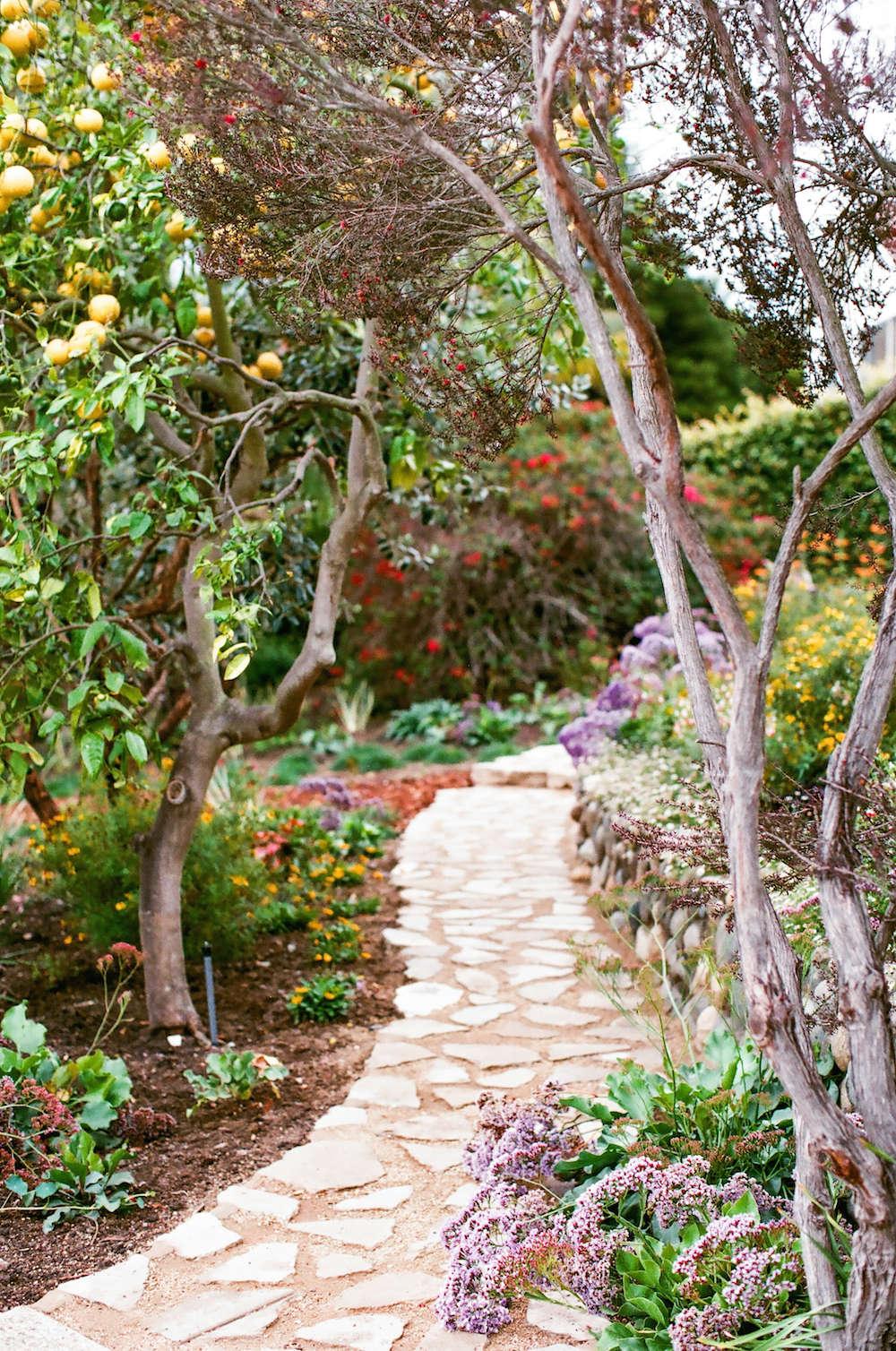6-malibu-garden-matthew-brown-stone-path-walkway-gardenista