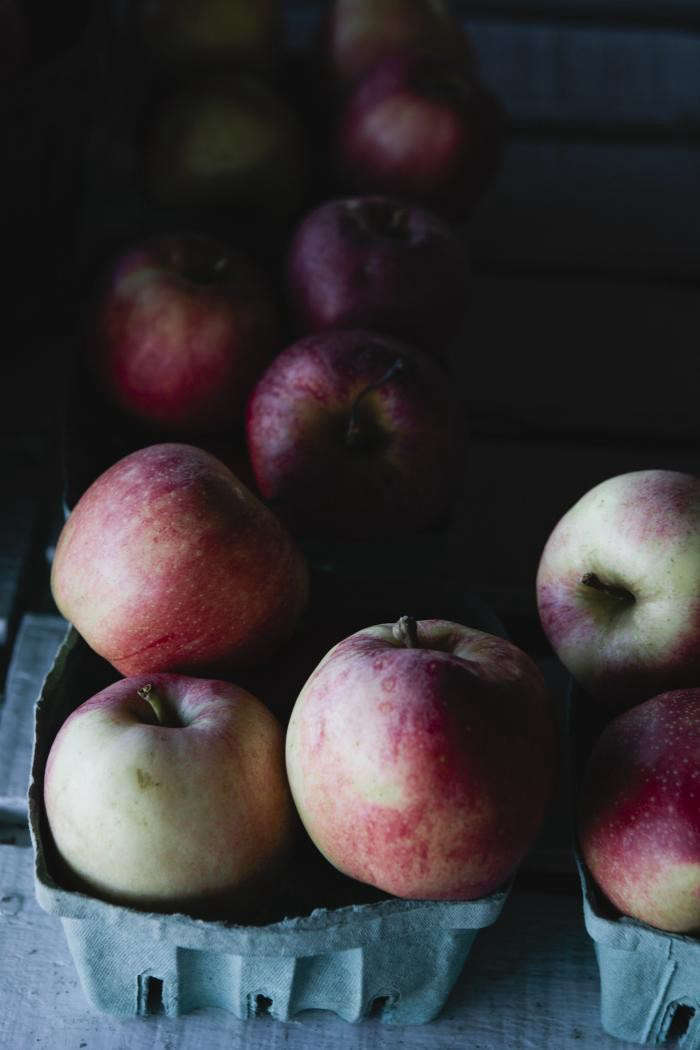 700_nicole-franzen-pink-lady-apples