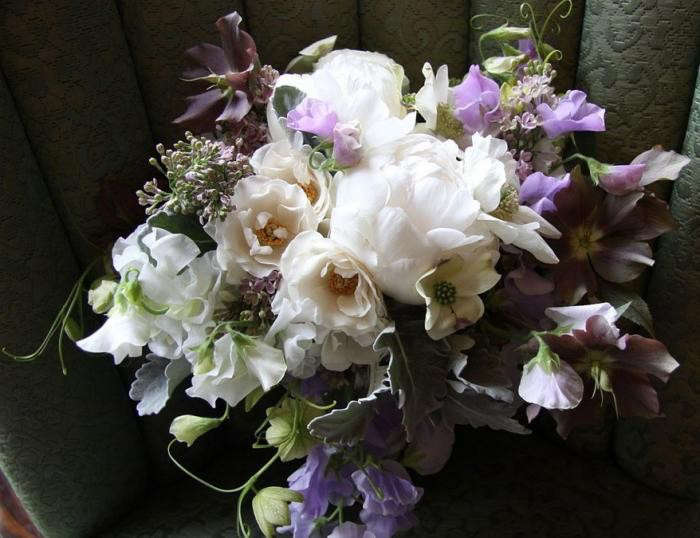 700_peonies-and-sweet-peas-gardenista