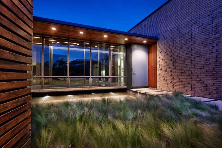 Alterstudio_Architecture_Facade_Garden_At_Twilight_Gardenista