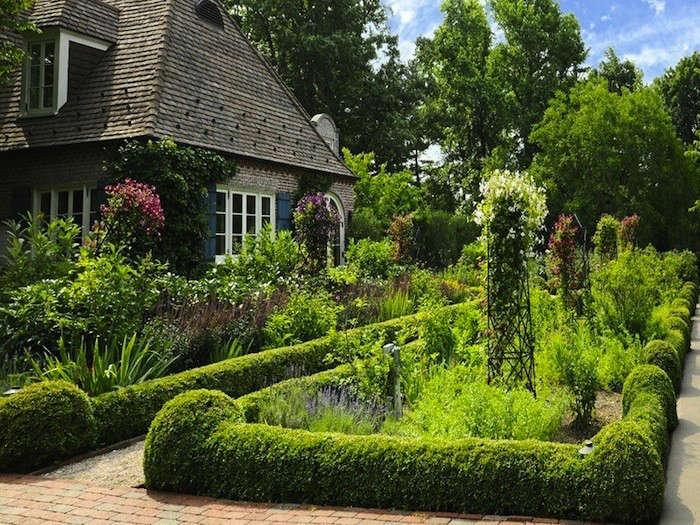 Architectural-Digest-garden-Chris-Meech