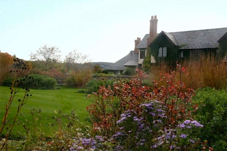 Autumn-colorful-New-York-garden-Larry-Weaner-Karen-Bussolini-Gardenista-1