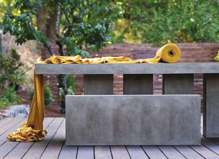 Bevara-Design-Slab-Table-in-situ