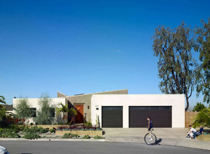 Boor Bridges Architecture Facade at Turtle Rock with Black Garage Doors, Gardenista