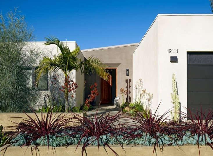 Boor_Bridges_Turtle_Rock_Drought_Tolerant_Garden_In_Southern_California_Gardenista
