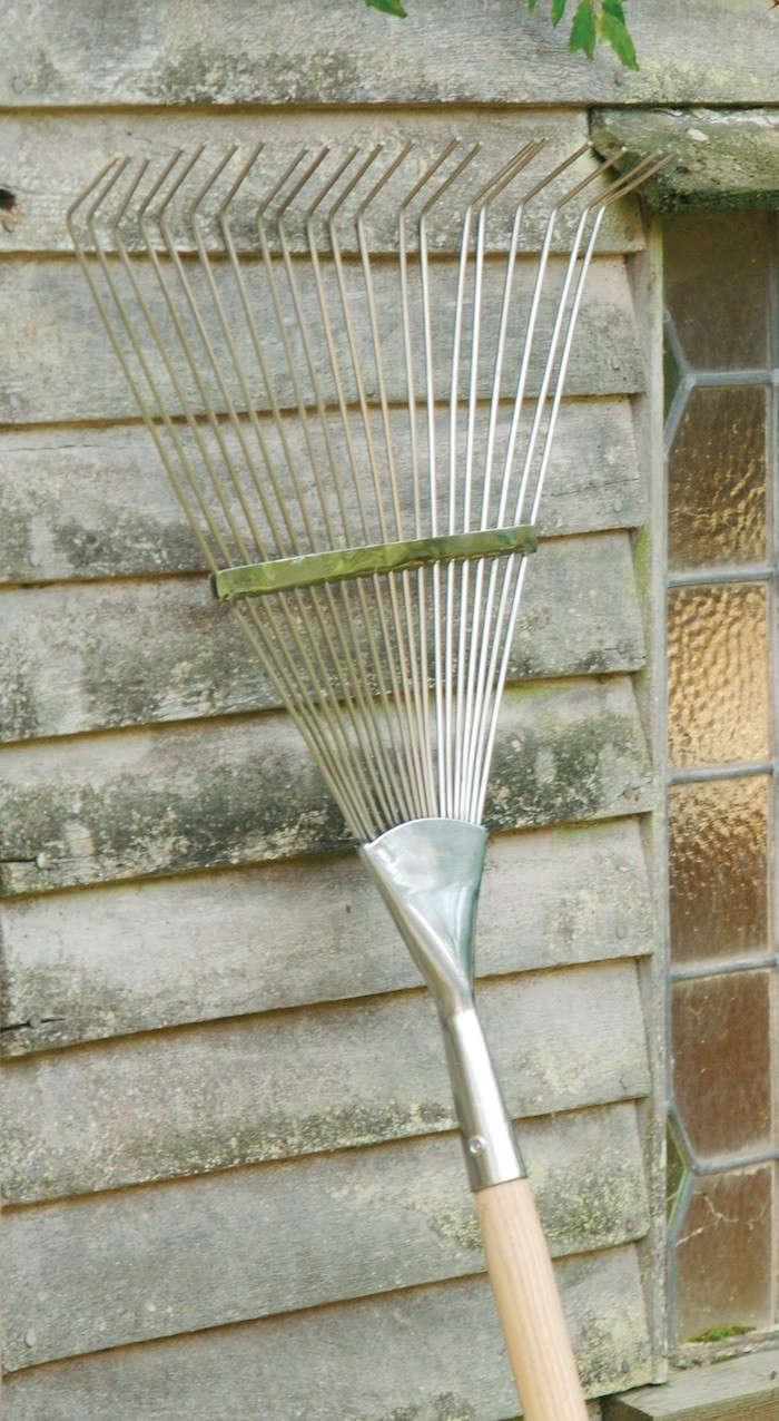 Burgon-Ball-Leaf-Rake-Gardenista