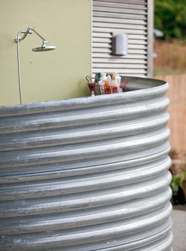 Carlos-Delgado-Architect-Outdoor-Shower-Gardenista