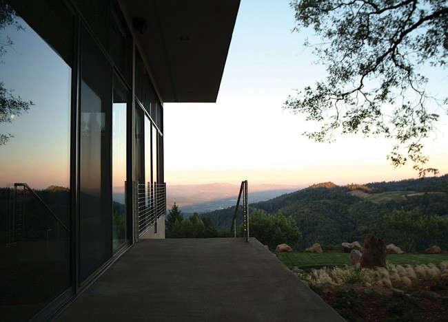 Charlie_Barnett_Napa_Residence_At_Twilight_Gardenista