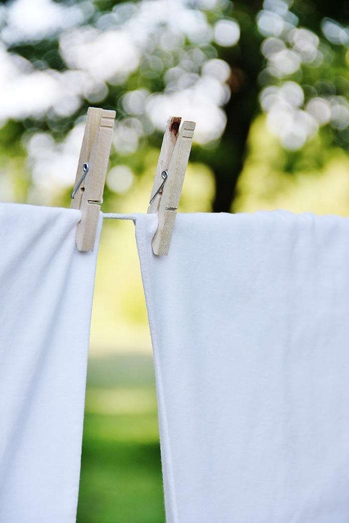 Clothespins-and-sheets-on-laundry-line