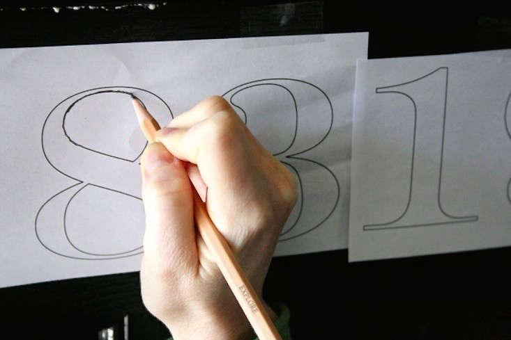 DIY-painted-house-numbers-DIY-pencil-gardenista