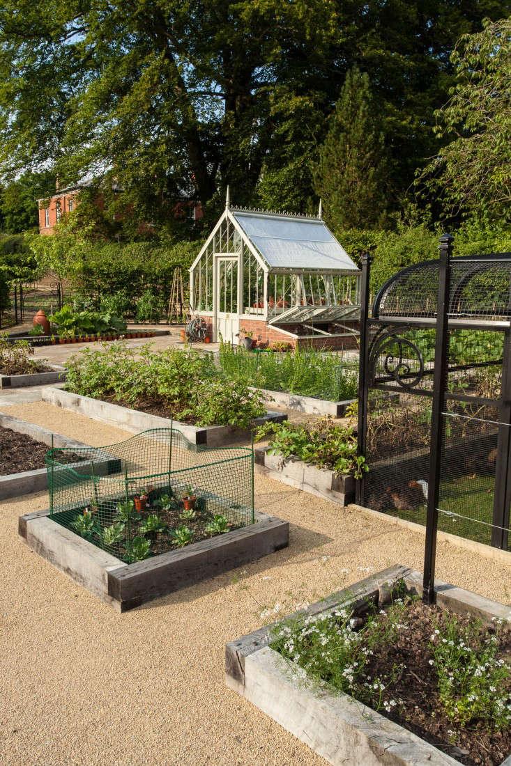 Design-Finalist-Barnes-Walker-Gardenista-1