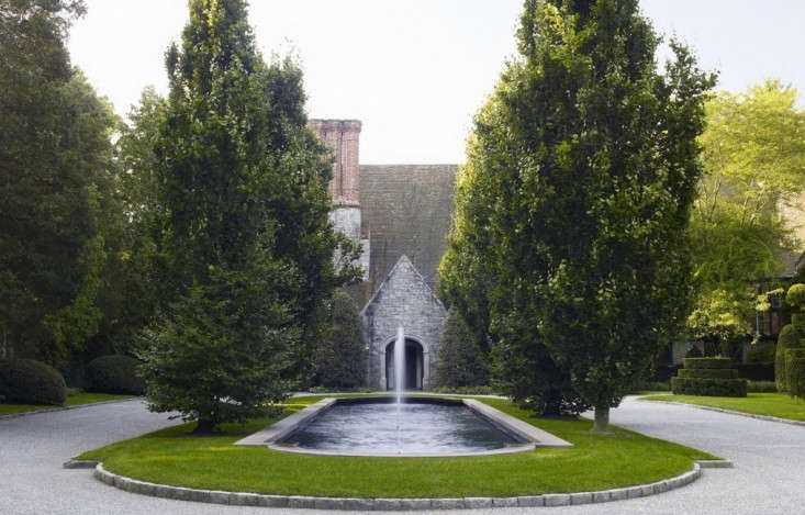 Doyle-Herman-Grand-Garden-with-Driveway-Fountain-Gardenista