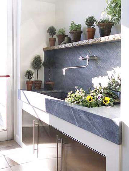 Farmhouse-sink-via-Better-homes-and-gardens-Gardenista