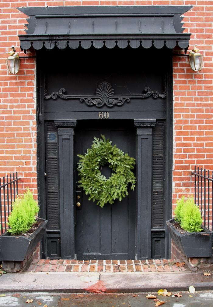Curb Appeal: 10 Festive Front Doors for the Holidays ...