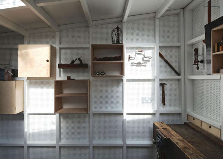 Garden-workshop-in-Cambridge-by-Rodic-Davidson-Architects_dezeen_ss_14l  Gardenista