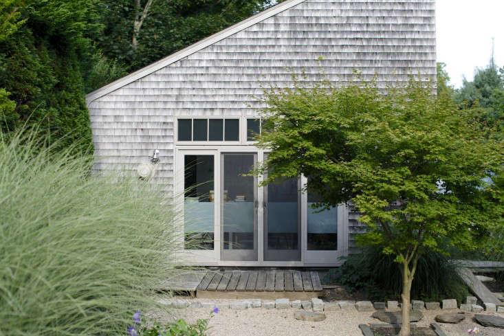 Georgia-Marsh-Rhode-Island-garden-Christine-Chitnis-6-gardenista