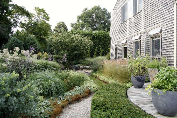 Georgia-Marsh-Rhode-Island-garden-Christine-Chitnis-8-gardenista