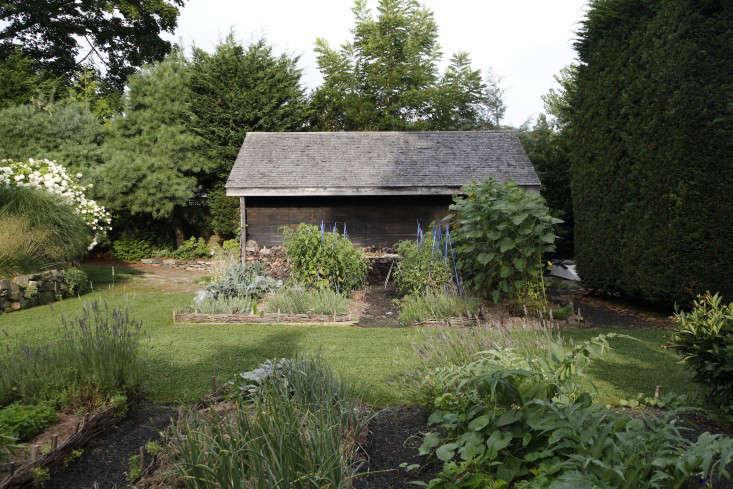 Georgia-Marsh-Rhode-Island-garden-Christine-Chitnis-9-gardenista
