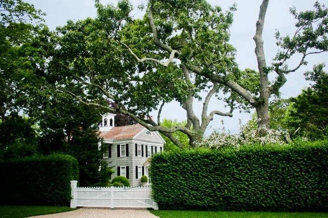 Gunn-Landscapes-Grand-Garden-in-Bellport-Gardenista