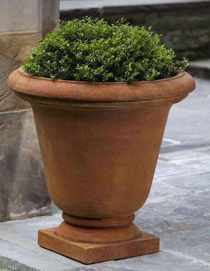 Hampton-Garden-Urn-Gardenista