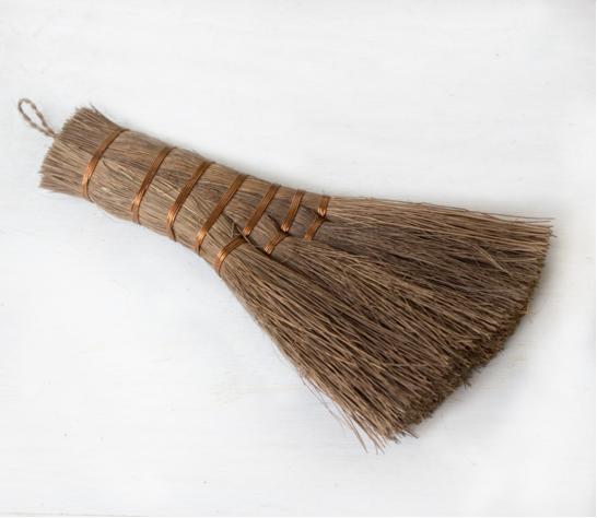 Hand-broom-brush-greenhouse-potting-shed-gardenista