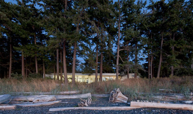 Heiliotrope_North_Beach_Home_At_Twilight_Gardenista