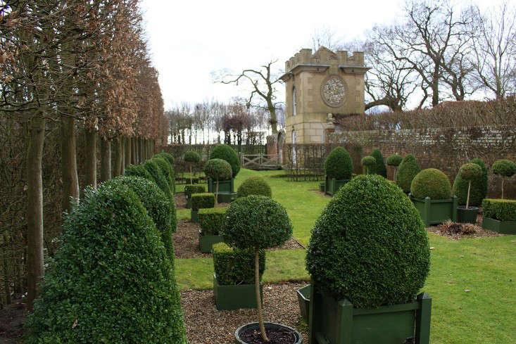 Hicks-pavilion-and-topiary-gardenista
