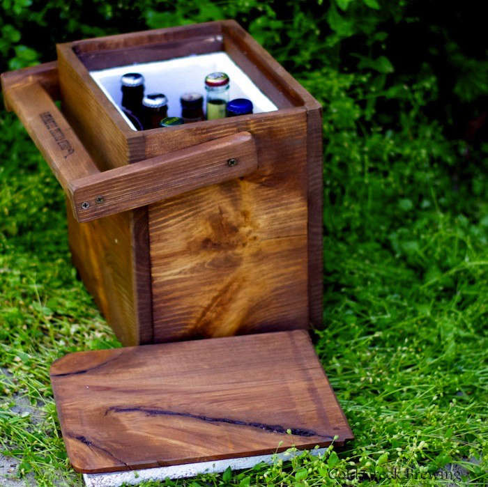 Insulated-Wood-Drinks-Cooler