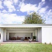 KNA_Westgarth_11-indoor-outdoor-living-gardenista
