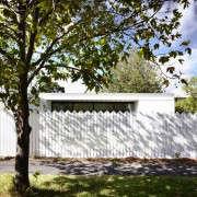 KNA_Westgarth_40-indoor-outdoor-living-gardenista