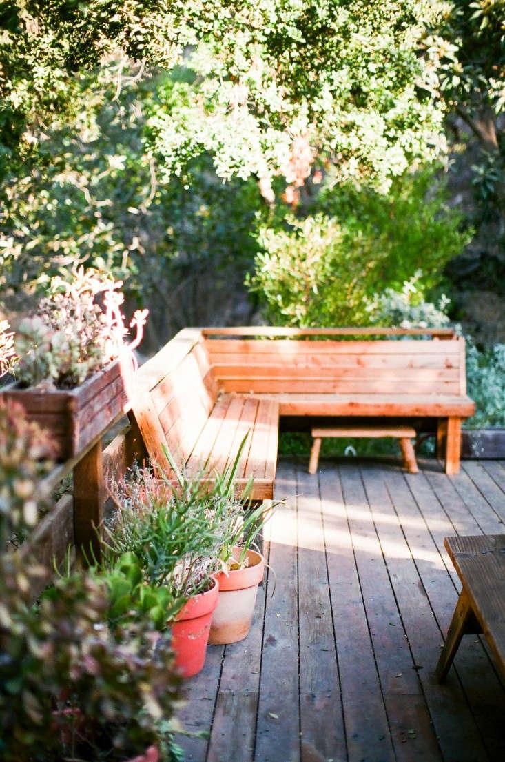Kathleen-Whitaker-Echo-Park-Garden-Deck-Gardenista-01