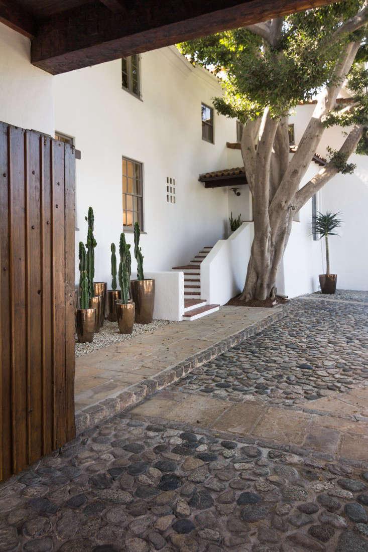 LA-Hancock-Park-metallic-pots-cactus-garden-gardenista