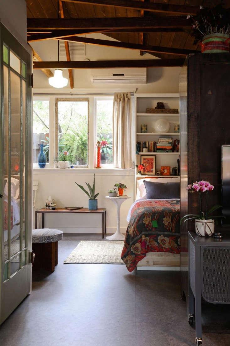LA-garage-cottage-remodel-bedroom-gardenista