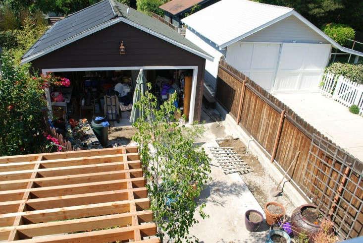 LA-garage-cottage-remodel-before-gardenista