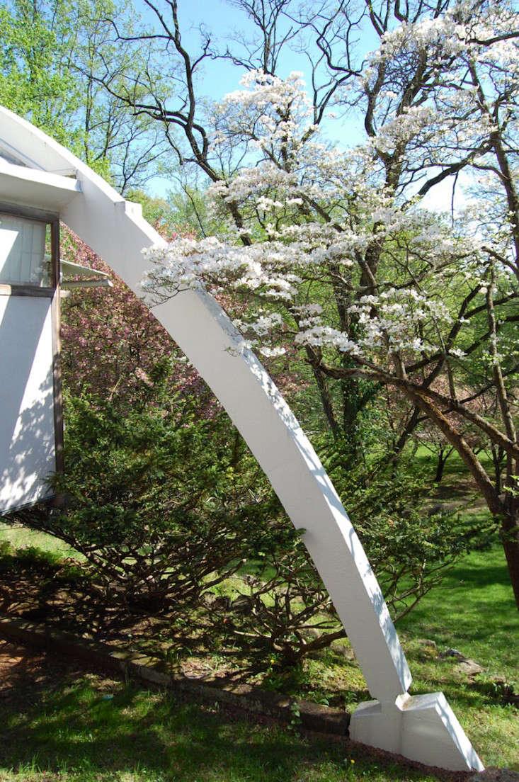 Nakashima-Garden-Pennsylvania-Gardenista-11