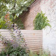 New-Eco-Landscapes-Bed-Stuy2-fence-Gardenista