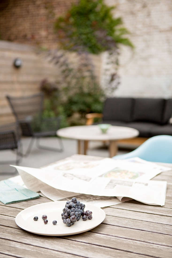 New-Eco-Landscapes-Bed-Stuy3-table-Gardenista