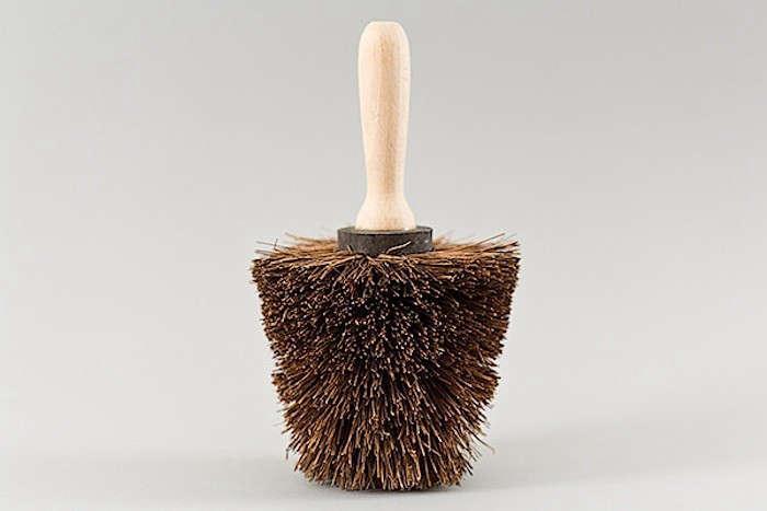 Nutscene-Pot-Brush-gardenista
