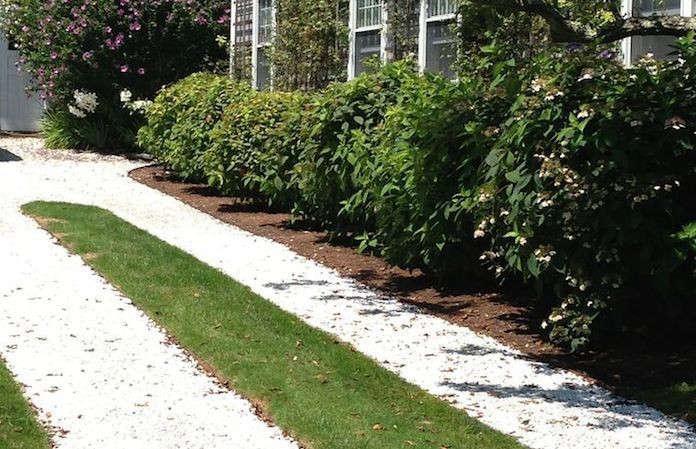 Oyster-Shell-Ribbon-Driveway-Gardenista