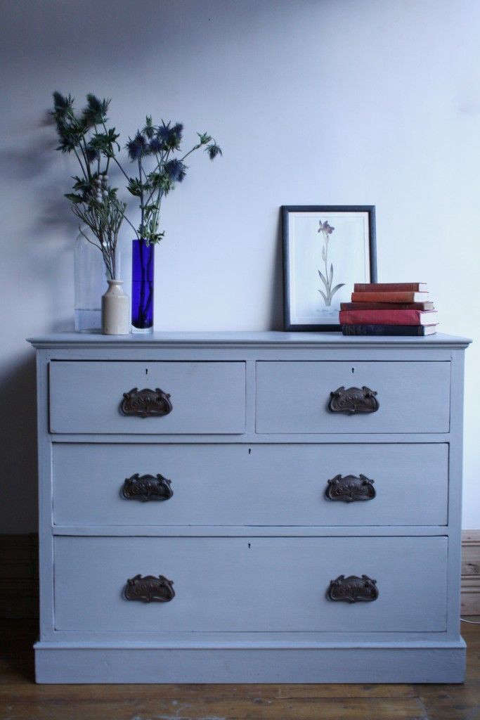 Painted-pine-chest-of-drawers-Agapanthus-Interiors-Gardenista