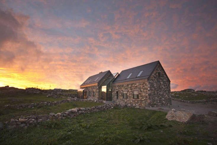 Peter-legge-connemara-galway-stone-cottages-at-twilight-gardenista