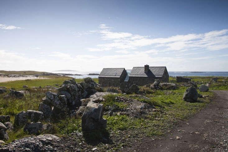 Peter-legge-connemara-galway-stone-cottages-facade-gardenista