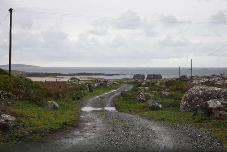 Peter-legge-connemara-galway-stone-cottages-pathway-gardenista