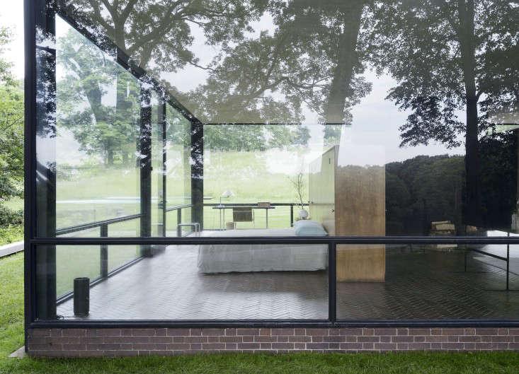 Philip-Johnson-Glass-House-bedroom-Gardenista