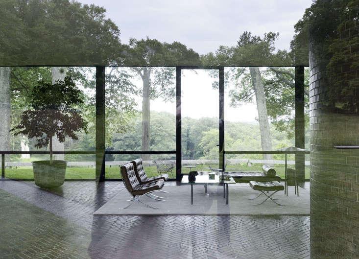 Philip-Johnson-glass-house-reflection-gardenista