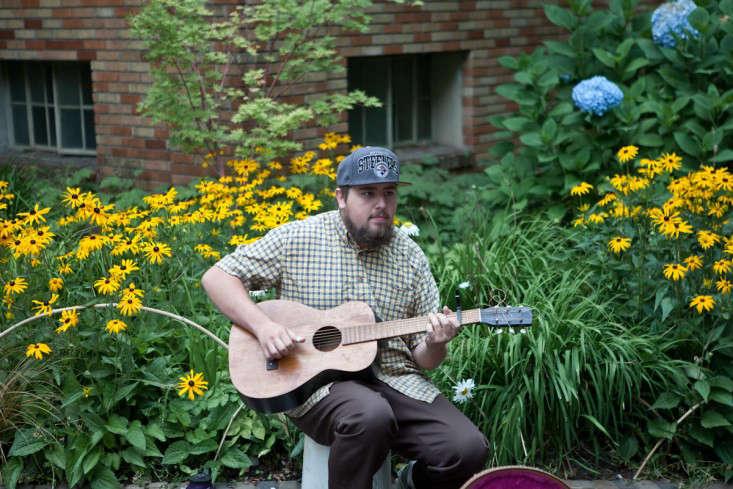 Portland-Farmers-Market_Michael-A-Muller-guitarist