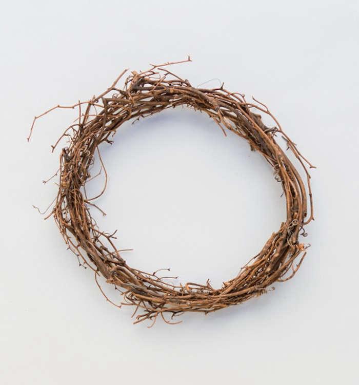 Pussy-Willow-Wreath-Recipe-Step1-Gardenista