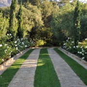 Ribbon-Driveway-Arcadia-Studios-Montecito-Retreat-Gardenista